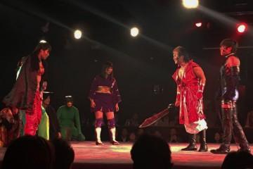 右から、SM衣装、鬼の剣、1人飛ばして忍び装束