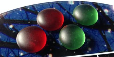 雪夜の碁盤には、緑と赤の碁石
